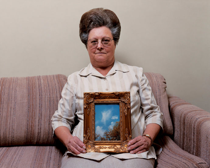 alec-soth-bonnie-with-a-photograph-of-an-angel