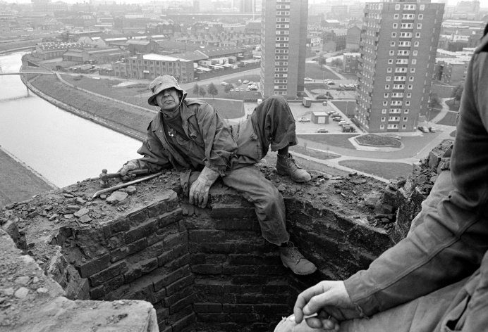 Peter Tatham, steeplejack. Salford City incinerator chimney. September 1976