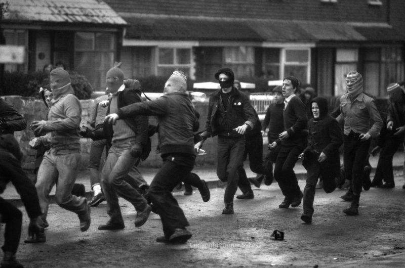 RIOTS BELFAST 1980S THE TROUBLES HOODS THROW PETROL BOMBS UK